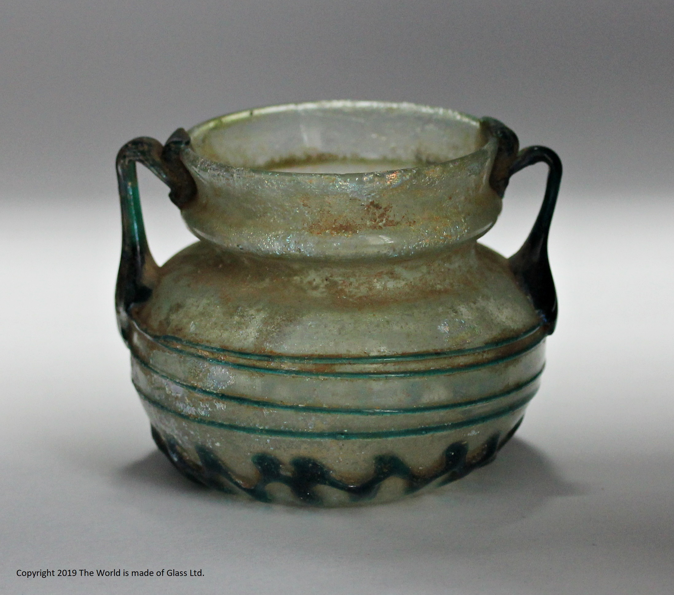 Roman small pot with applied trailing, c 300 AD